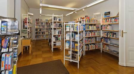 Stadtbibliothek - Bücherregale