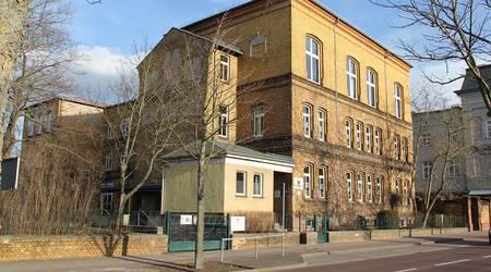 Ausweichstätte für den Stadtrat - Die Kastanienschule.
