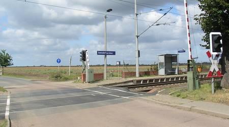 Der Bahnübergang Arensdorf in einer Aufnahme aus dem Jahr 2012.