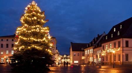 Die Händler der Köthener Innenstadt locken mit Weihnachtsstimmung und Angeboten.