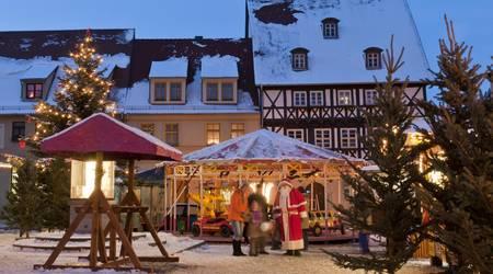 Bild Weihnachtsmann auf dem Weihnachtsmarkt.