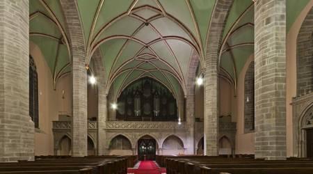 In neuem Licht: Das Kirchenschiff der Kirche St. Jakob bekommt neue Leuchten.