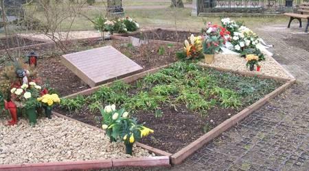 Die neu angelegten Kiesbeete bieten Platz für Blumenschmuck und Steckvasen.