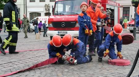 Reges Treiben herrschte unmittelbar nach Ankunft der Feuerwehrfahrzeuge am