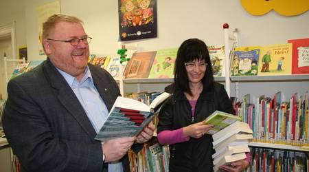 Ronald Mormann und die 'Mein Buchladen'-Chefin Verena Schiffner freuen sich über den Erfolg des Projektes.