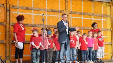 Köthens Oberbürgermeister Kurt-Jürgen Zander begrüßte die Gäste auf dem Holzmarkt.