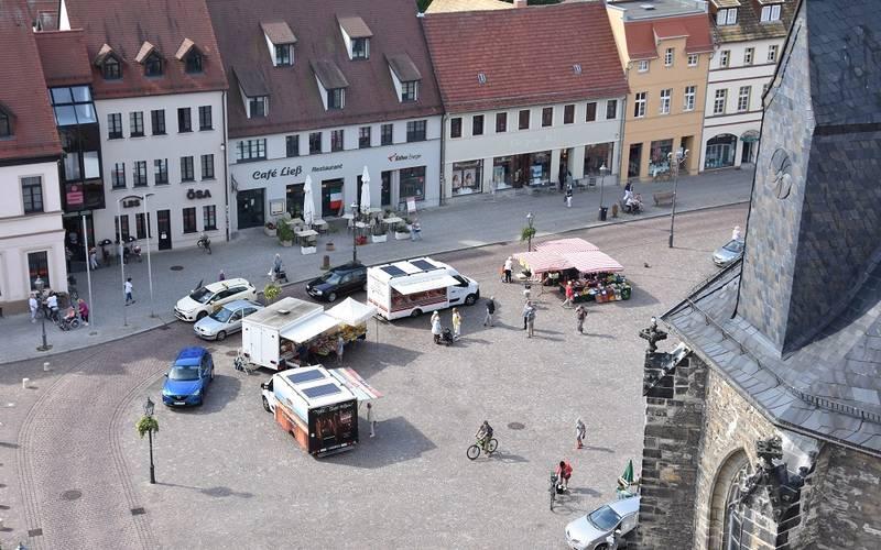 Vor der Jakobskirche können nun auch am Samstag Stände aufgebaut werden.
